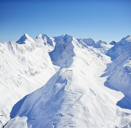 Modische Outfits für die Skipiste und Aprés Ski