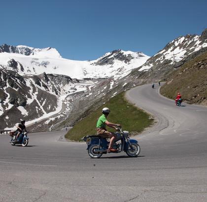 Mensch gegen Maschine: Rad gegen Moped beim Ötztaler Mopedmarathon