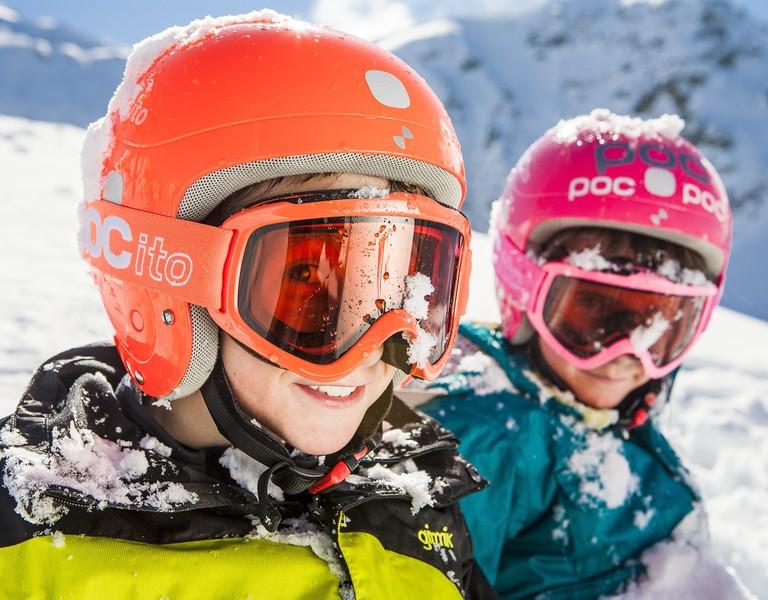 Skiausrüstung für kinder: was muss man beachten?
