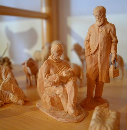 Er bringt duftende Zirbe in Form: Meisterschnitzer Bernhard Scheiber
